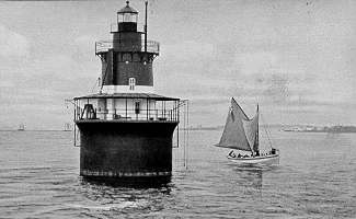 Plum_Beach_Lighthouse_RI